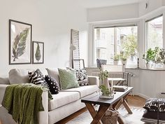 Calming living space with green accents | Boho Deco Chic