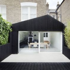 The Dove House is a modern extension project that was done by the architecture firm of Gundry Ducker. The new structure was added to a Victorian terraced house in West London with a dark and narrow kitchen. Architecture Extension, Houses Architecture, Interior Architecture, Installation Architecture, Residential Architecture, Victorian Terrace, Victorian Homes, Victorian Townhouse, Dove House