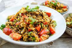 Direkt zum Rezept Der Linsen Quinoa Salat mit Aubergine ist eine Liebeserklärung an Auberginen. Den kann ich auch Auberginen-Hassern empfehlen. Denn das Geheimnis ist das Dressing. Der Trick dabei …