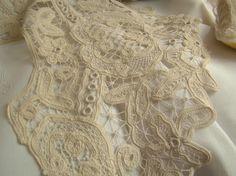 Magnifique col en dentelle Renaissance faîte de lacets, oeillets et brides