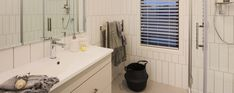When space is at a premium, great storage can help maintain your bathroom's clean lines and feeling of spaciousness. Choose products with multiple compartments in drawers, cabinets and shelves. Customised storage will let you make the most of every nook and cranny in your particular bathroom.