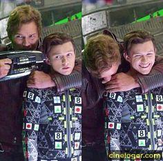 Chris Pratt and Tom Holland on set filming Avengers Infinity War. Marvel Avengers, Avengers Cast, Marvel Dc Comics, Marvel Heroes, Captain Marvel, The Avengers Assemble, Captain America, Funny Marvel Memes, Dc Memes