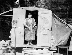 Emily Carr in her caravan. *Emily Carr was a Canadian artist and writer heavily inspired by the Indigenous peoples of the Pacific Northwest Coast. Canadian Painters, Canadian Artists, Tom Thomson, Emily Carr, Canadian History, Impressionist Paintings, Portraits, Famous Artists, Art Studios
