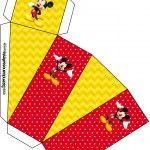 Continuando a atualizar os kits mais antigos e que não tem os novos moldes, vejam que lindo o NOVO e super completo kit do Mickey Mouse para você realizar a sua festa com o tema! Esse Kit tem tudo para você fazer sua festasozinha, com várias molduras, imagens, convites e rótulos, você pode imprimir emMore Mickey Mouse, Playing Cards, Polka Dot, Sweet Like Candy, Invitations, Moldings, You Complete Me, Party, Box
