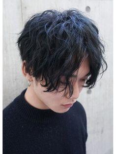 ボート(boat by ROVER)センターパートスパイラル Korean Boy Hairstyle, Asian Man Haircut, Permed Hairstyles, Boy Hairstyles, Middle Part Hairstyles Men, Curly Hair Men, Curly Hair Styles, Medium Length Hair Men, Fringe Haircut