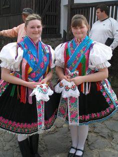 Ropa tradicional Folk Costume, Costumes, Folk Dance, Central Europe, Popular, People Around The World, Girl Photos, Beautiful People, Culture