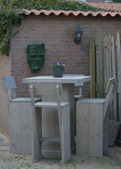 Tuinset met hoge stoelen en hoge tafel Te koop bij: https://www.facebook.com/pages/Steigerhout-op-Maat/436059459862318