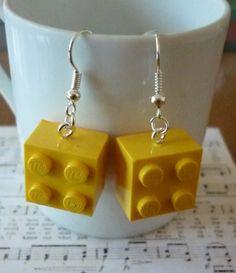 Boucles d'oreilles lego carré jaune. : Boucles d'oreille par laboiteabijouxnanny Vendu