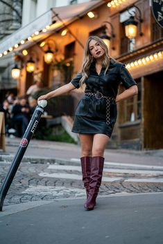 Ambassadrice Rosny 2 ! Comment porter la robe en cuir noire ? | My Blog Red Boots, Brown Boots, Stiletto Boots, Heeled Boots, Short Skirts, Mini Skirts, France Mode, Zara, Equestrian Boots