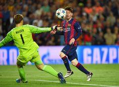 La domenica sportiva: Lionel Messi del Barcellona mentre segna il suo secondo gol nella semifinale di Champions League contro il Bayern Monaco, finita 3 a 0, il 6 maggio a Barcellona - Il Post