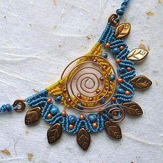 Micromacrame pendant necklace bib necklace woven necklace, via Etsy. Macrame Necklace, Macrame Jewelry, Macrame Bracelets, Pendant Necklace, Micro Macramé, Macrame Projects, Macrame Tutorial, Jewelry Model, Wire Crafts