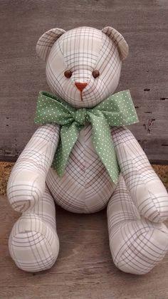 Urso em tecido xadrez e laço poá verde ...