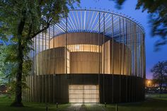 Completed in 2016 in Pas-de-Calais, France. Images by Martin Argyroglo. British architects Studio Andrew Todd have completed France's first permanent Elizabethan theatre. Building started in September 2014 and concluded. Theater Architecture, Timber Architecture, Pavilion Architecture, Cultural Architecture, Landscape Architecture, Architecture Design, Contemporary Architecture, Globe Theater, Theatre In The Round