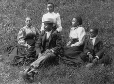 Vintage Images of African American Families We Love! - Black Southern Belle Family Posing, Family Photos, Best Home Hair Color, Lewis Hine, New Rochelle, Big Family, Southern Belle, Vintage Images, Our Love