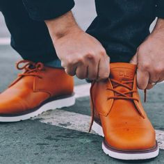 Lacing up the Strayhorn Vibram in Curry Leather | Clae