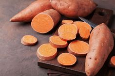 Here are 10 ways in which sweet potato benefits your overall health. Know everything about sweet potato nutrition & its amazing anticancer properties. Sweet Potato Benefits, Benefits Of Potatoes, Sweet Potato Casserole, Sweet Potato Recipes, Chicken Recipes, Bonsai, Growing Sweet Potatoes, Spiced Pecans, Mashed Cauliflower