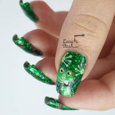 Frog art on green glitter nails!
