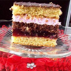 Pyszne ciasto wiśniowe ze śnieżką to Wasz nowy gwóźdź programu podczas rodzinnych przyjęć! Fantastycznie smakuje, jeszcze lepiej pachnie, a kolejne warstwy stanowią mieszankę emocji i wrażeń… Polish Desserts, Calzone, Dessert Bars, Vanilla Cake, Sweets, Baking, Poland, Food, Gourmet