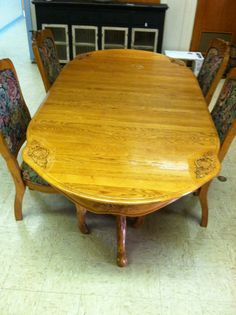Beautiful ornate oak table and chairs!