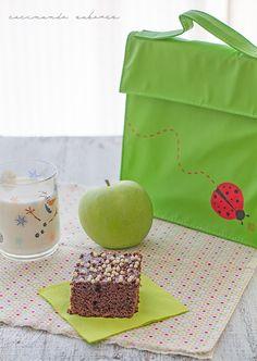 ¡Hora de la merienda! Abrimos nuestra #KinderBag #Ladybug y.... ¡delicioso! ¡Un bizcocho yogur de chocolate! ¿Quieres la receta? Búscala en:  www.cocinandosabores.com