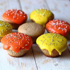 Muffin alaprecept díszítve #muffin #alaprecept Hamburger, Muffin, Bread, Cookies, Chocolate, Desserts, Recipes, Food, Crack Crackers
