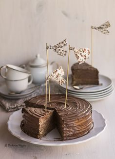 Nutella and Crepe Cake. (in Spanish) Café Chocolate, Chocolate Desserts, Fun Desserts, Delicious Desserts, Sweet Recipes, Cake Recipes, Dessert Recipes, Mini Cakes, Cupcake Cakes