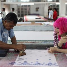 #tbt to amazing @zandra_rhodes travelling to Bangladesh with People Tree and meeting wonderful hand block printers at Kumudini, our Fair Trade producer partner 🌹💄🎀#PTxZT #lovepeopletree #ethicalfashion #fashion