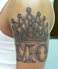 Crown tattoo designs are a popular choice for both men and women. The crown has been a symbolic symbol for royalty and authority for many centuries. Crown tattoos can be designed in many ways, incorporated with jewels, diamonds, crystals, and other. Hand Tattoos, Cute Tattoos, Arm Tattoo, Tattoos For Guys, Crown Tattoos, Tatoos, Samoan Tattoo, Polynesian Tattoos, Tattoo Ink