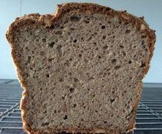 Ten, kto už piekol bezlepkový chlieb vie, že nie vždy sa vydarí. Je to prvý chlieb, ktorý mi tak pekne vykysol a chutí vynikajúco, či už čerstvý alebo toastovaný:-) A ani sa netrúsi... Low Fodmap, Low Carb, Graham Crackers, Healthy Baking, Banana Bread, Healthy Life, Food And Drink, Gluten Free, Snacks