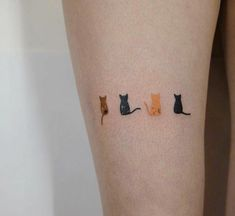 ▷ 1001 + symbolic cat tattoo ideas on photos - Minimalist tattoos with cats, small tattoos on the leg, hip tattoo designs for women, small details - Hip Tattoo Designs, Tattoo Designs For Women, Tattoos For Women Small, Small Tattoos, Mini Tattoos, Little Tattoos, Body Art Tattoos, Arm Tattoo, Homemade Tattoos