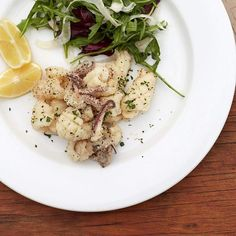 Do you think the Queen likes salt and pepper calamari? I sure do never gets old in my book so long as its tender and crispy at the same time... you know what I mean.