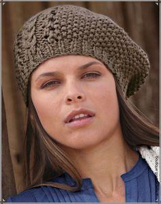 Béret bonnet femme maille ajourée tricotée.
