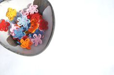 Crochet Flower Appliques Small Flowers by manufattofattoamano, €3.00