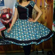 Vestido de China, huasa chilena! Asymmetrical Dress, Looking For Women, Beautiful Dresses, Lily, Formal, Skirts, How To Wear, Outfits, Square Dance