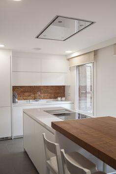 Proyecto de Clysa en el barrio de Sarrià, Barcelona. Una cocina de diseño #santos en el modelo Line en acabado lacado blanco.  #cocinas #design #diseño #cocinassantos