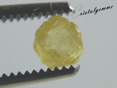 Cristal de saphir jaune chauffé