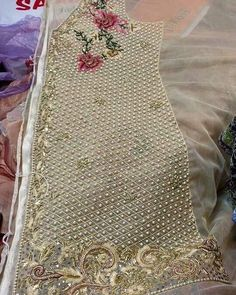 70 Super Ideas for embroidery dress haute couture Embroidery Suits Punjabi, Zardozi Embroidery, Tambour Embroidery, Bead Embroidery Patterns, Couture Embroidery, Embroidery Fashion, Silk Ribbon Embroidery, Hand Embroidery Designs, Embroidery Dress