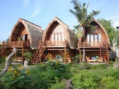 Bungalow hunting in the Gili weeks to go! Bamboo House Design, Tropical House Design, Tropical Houses, Modern Rustic Homes, Modern Tiny House, Tiny House Cabin, Villa, Beach Bungalow Exterior, Arched Cabin