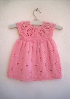 Ravelry: Isla Dress pattern by Suzie Sparkles - Kinder Kleidung Baby Clothes Patterns, Baby Knitting Patterns, Baby Patterns, Dress Patterns, Knitting Ideas, Pattern Baby, Coat Patterns, Knitting Projects, Sewing Projects