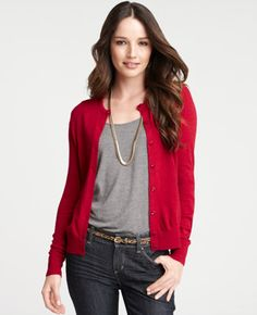 Maybe I should keep my red cardigan? (especially for holidays. How do women get shirts to drape like that? I look frumpy when stuff is too loose. Red Cardigan Outfits, Fall Outfits, Casual Outfits, Cute Outfits, Casual Shoes, Women's Fashion Dresses, Street Style Women, What To Wear, My Style