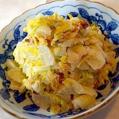 以前から⭐️をつけていたおかなさんの白菜のサラダ、やっと作れました♪ おかなさんはじめまして。 つくフォトで最初の挨拶となりすみません。 作ってる間から美味しそうで✨つまみ食い沢山してしまいました白菜の歯ごたえとだしやマヨネーズね風味がクセになります!のよいアテにもなりました♡ 白菜の絞り汁、沢山出たので味噌汁に利用しました♡(>艸<๑) 美味しいレシピ、ありがとうございます - 84件のもぐもぐ - おかなさんの料理 お箸が止まらない♪白菜のサラダ♡ by reirei7