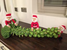 Need a hand with your guest preparation ? Christmas Feeling, Elf On The Shelf, Advent, Festive, Cleaning, Holiday Decor, Home Decor, Decoration Home, Room Decor
