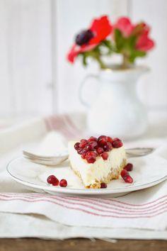 Lykkelig - mein Foodblog: Ich krieg Schnappatmung und hüpfe jubelnd durch die Küche. Warum? Deswegen: New York Cheesecake mit Granatapfel.