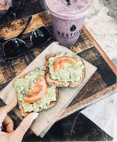 A great food is a food that contains complete nutrition and has a delicious flavor. And that kind of great foods can be applied on your healthy lunch ideas. Think Food, I Love Food, Good Food, Yummy Food, Healthy Snacks, Healthy Eating, Healthy Recipes, Diet Recipes, Comidas Fitness