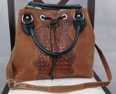 Precioso bolso marrón con cocodrilo piel italiana