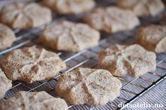 Gule bomber (Suksesskaker)   Det søte liv Bread, Cookies, Desserts, Food, Crack Crackers, Tailgate Desserts, Deserts, Brot, Biscuits