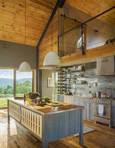 Small and cozy modern barn cottage in Vermont- Kleine und gemütliche moderne Scheune Ferienhaus in Vermont Small and cozy modern barn cottage in … - Modern Barn House, Barn House Plans, Modern Houses, Modern Cottage, Small Houses, Tiny House, Le Vermont, Arched Cabin, Sleeping Loft
