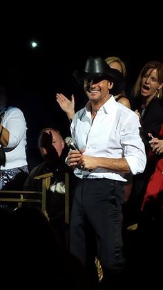 Tim McGraw right in front of me