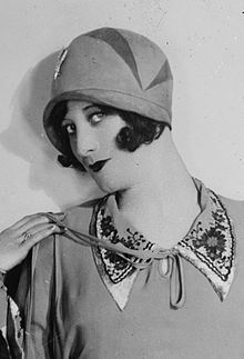 Cloche - It is a popular style of hat worn by women during the time. They often fit close to the head and went hand in hand with the Bob hairstyle of the day. The word cloche means 'bell' in French.