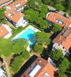 Parco Hemingway, Lignano Pineta, Itálie, rodinná dovolená, dovolená v Itálii, bazén pro děti, venkovní bazén, zahrádka, písečná pláž, blízko parku Hemingway, parkoviště, WiFi, pes povolen, mikrovlnná trouba, klimatizace, TV, kávovar, fén, trezor, balkon, letní dovolená, ubytování v apartmánu.